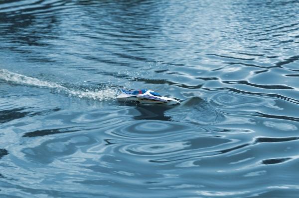 LRP Deep Blue 330 Hydro 2,4 High-Speed Racing loď RTR