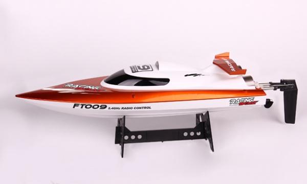 Závodní sportovní člun FT-09 nereaguje