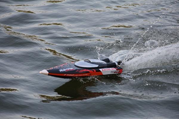 Rychlá loď FT-010 - 35km/h - na dálkové ovládání