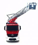 Hasící auto Mercedes Arocs s opravdovým vodním dělem 2,4GHz